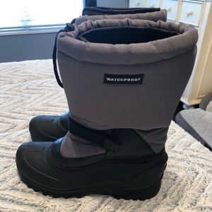 Men's size 8 winter Snow Boot